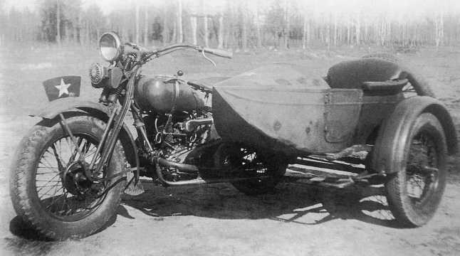 Трофейный японский мотоцикл Тип 97 (с приводом на колесо коляски) во время испытаний на НИБТ полигоне в подмосковной Кубинке, осень 1939 года. Мотоцикл был захвачен в ходе боев на Халхин-Голе (РГВА).