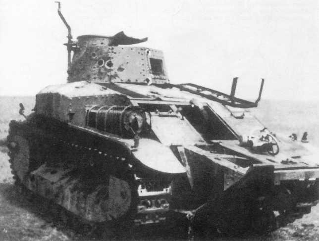 Танк Тип 89 из состава 3-го танкового полка, разбитый в бою 3 июля 1939 года у реки Халхин-Гол. Хорошо видны пробоины от 45-мм <a href='https://arsenal-info.ru/b/book/1036139503/52' target='_self'>бронебойных снарядов</a> в башне танка (ЯМ).