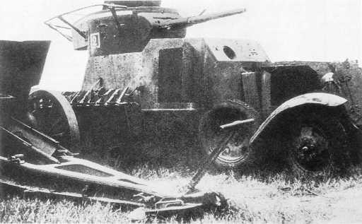 Трофеи, захваченные японцами в ходе боев 6-7июля: 122-мм гаубица обр. 1909/30 года из состава 175-го артиллерийского полка и бронеавтомобиль БА-6 (радийный) 9-й мотоброневой бригады. Восточный берег Халхин-Гола, июль 1939 года (АСКМ).