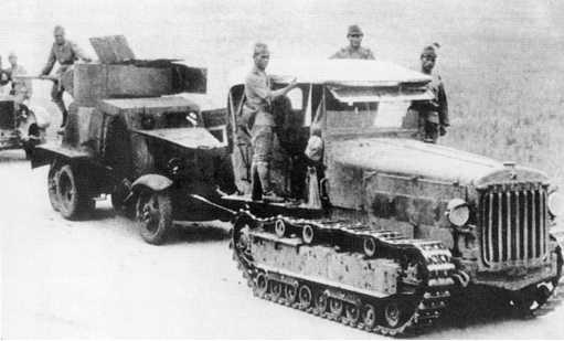 Японский тягач Тип 92 (5-тонный) буксирует в тыл захваченные в боях 6–7 июля бронеавтомобиль БА-6 и грузовик ЗИС-5 из состава 9-й мотоброневой бригады (АСКМ)