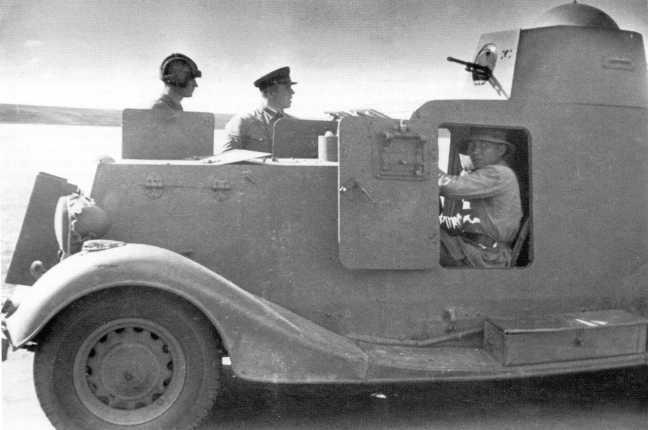 Бронеавтомобиль БА-20 (с конической башней) одной из мотоброневых бригад. Июль-август 1939 года. Обратите внимание на тряпичный чехол, надетый на фару (АСКМ)