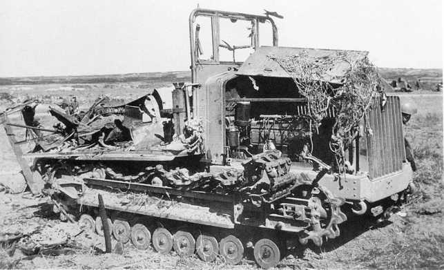 Разбитый японский артиллерийский тягач Тип 92 (5-тонный). Август 1939 года (АСКМ).