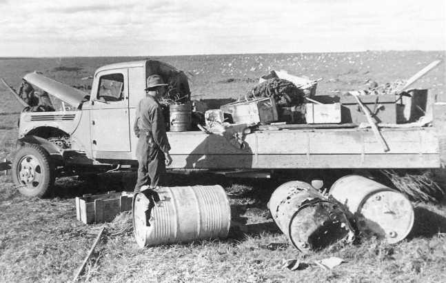 Тот же грузовик Ford V8 (в гражданском исполнении), что и на предыдущем фото. Сентябрь 1939 года. Части Квантунской армии в большом количестве использовали импортные американские грузовики (АСКМ)