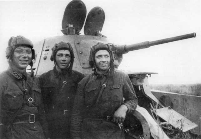 Экипаж танка БТ-7 — участники боев с японцами на реке Халхин-Гол. Август 1939 года, предположительно 11-я танковая бригада (АСКМ)