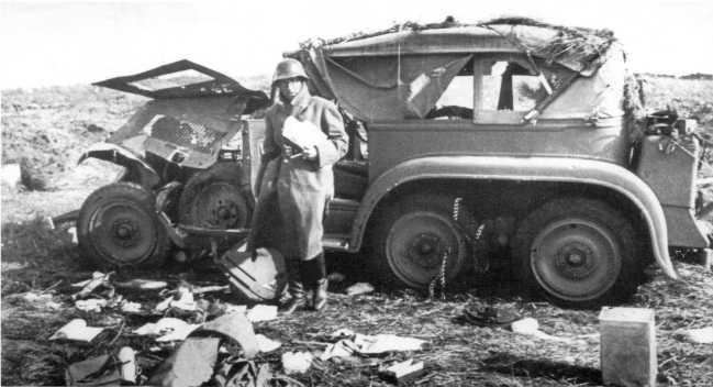Еще один штабной японский автомобиль Тип 96 (Isuzu К10). Сентябрь 1939 года. В отличие от такой же машины, изображенной на предыдущей фотографии, этому автомобилю повезло меньше — он получил сильные повреждения, видимо от артогня (АСКМ)