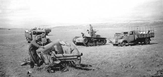 Пункт сбора трофеев 11-й танковой бригады: грузовики Nissan 180, танк Тип 95 «Ха-Го» и 75-мм полевая пушка «образца 38 года» (1905г.). Август-сентябрь 1939 года (АСКМ)