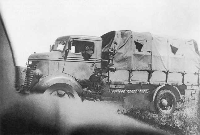 Трофейный японский автомобиль Nissan 80 (гражданский вариант), использовавшийся в частях Квантунской армии во время боев на Халхин-Голе. Сентябрь 1939 года (АСКМ).