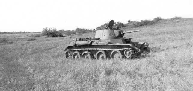 Танк БТ-7 в перерывах между боями. Август 1939 года. Предположительно, машина из состава 11-й танковой бригады (АСКМ).