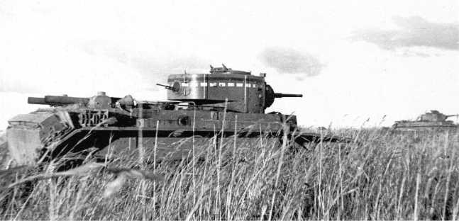 Танки БТ-7 на позициях. Август 1939 года. Предположительно, машины из состава 6-й танковой бригады, на ближнем БТ-7 видно стандартное тактическое обозначение, использовавшееся на боевых машинах РККА в 1930-е годы (АСКМ).