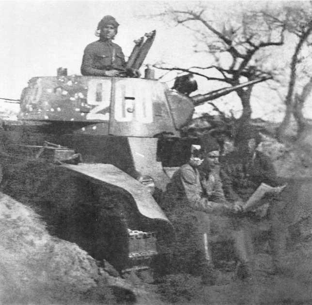 Танк БТ-7 командира 1-го танкового батальона 6-й танковой бригады капитана В. А. Копцова после боя. 30 августа 1939 года. На башне видны многочисленные пулевые попадания. 17 ноября 1939 года за бои на Халхин-Голе В. А. Копцову было присвоено звание Героя Советского Союза (ЦМВС).