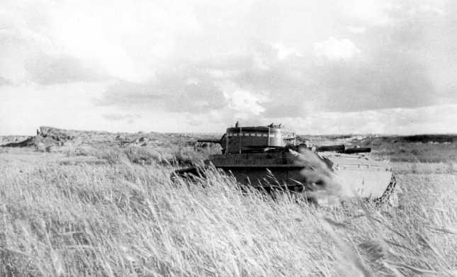 Танк БТ-7 на позициях в районе реки Халхин-Гол. Август 1939 года. Скорее всего, машина из состава 6-й танковой бригады. (АСКМ