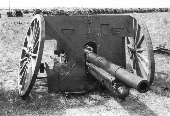 Сборный пункт трофеев 1-й армейской группы: 77-мм орудие образца 1911 года китайского производства (АСКМ)