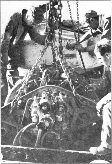 Демонтаж двигателя из танка Grant I.