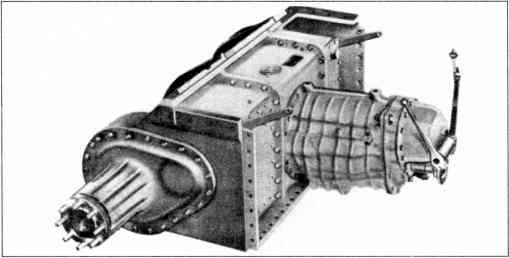 Носовая часть корпуса танка с трансмиссией.