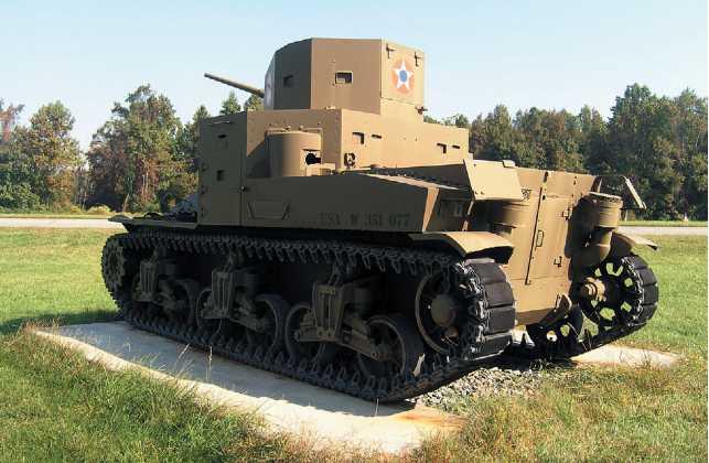 Средний танк М2А1 в экспозиции военного музея на Абердинском полигоне в США.
