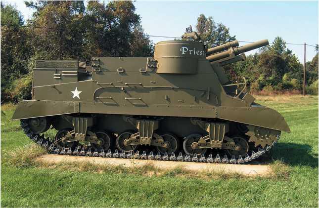 Самоходная артиллерийская установка М7 Priest в экспозиции военного музея на Абердинском полигоне, США.