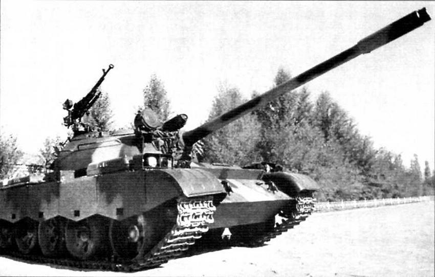 Получив лицензию на выпуск танков, Китай в середине 1980-х годов стал производить модернизированный «Тип 69»