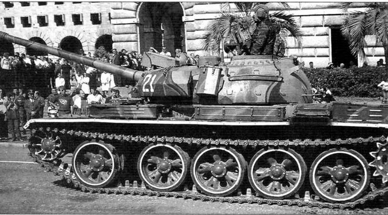 Танк Т-55AM армии Азербайджана на параде в Баку
