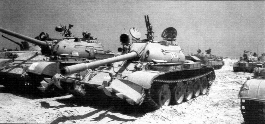 Захваченные израильтянами в боевых действиях в зоне Персидского залива иракские танки Т-55. 1991 год