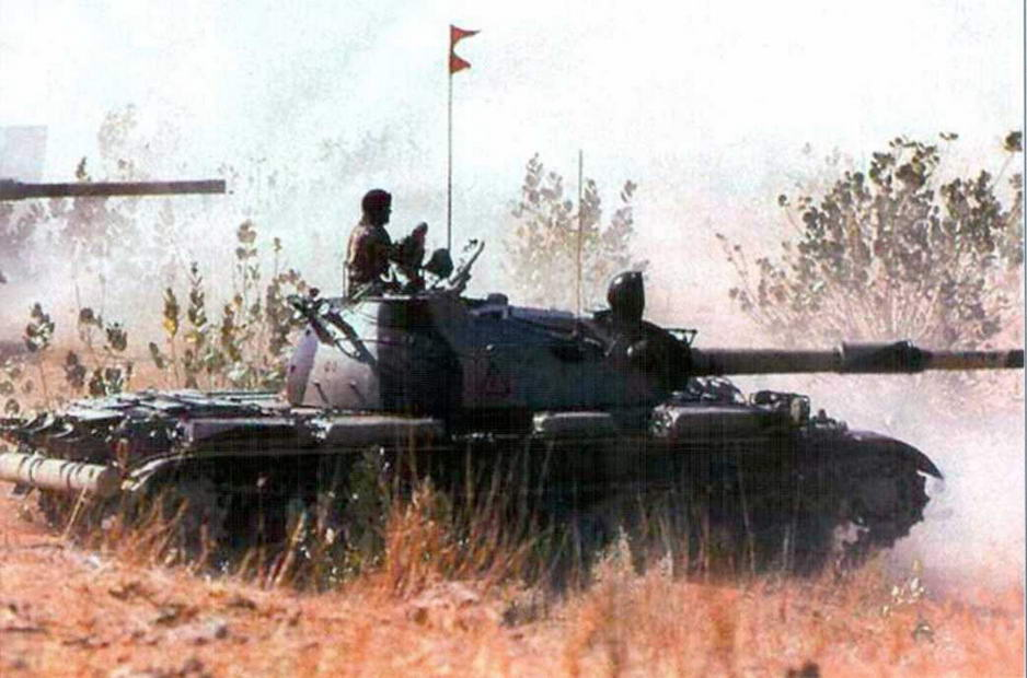 Танк Т-55 армии Индии с ложным эжектором на стволе орудия