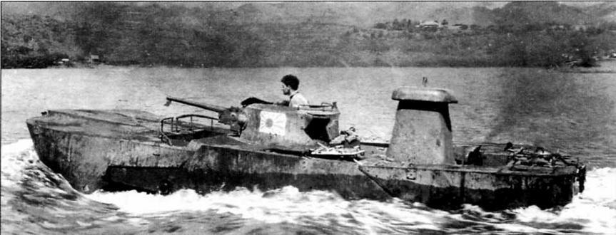 Захваченный американцами трофейный танк «Ка-ми» на плаву