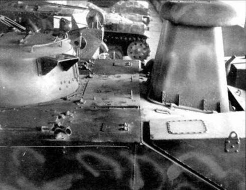 Танк «Ка-ми» в экспозиции Военно-исторического музея бронетанкового вооружения и техники в Кубинке. Хорошо виден воздухозаборный короб, установленный над люком в крыше моторного отделения