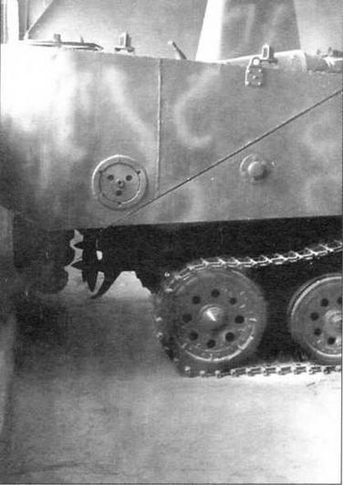 Вид сбоку на кормовой понтон танка «Ка-ми». Хорошо видно расположение гребных винтов и рулей