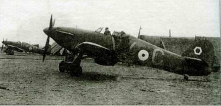 Вернувшись из Франции, 85-я эскадрилья получила новые самолеты. На снимке видны машины из звена «В» на аэродроме Кастл-Кемп, июнь 1940 года. В период Битвы ш Англию белый шестиугольник перенесли с киля на борт кабины.