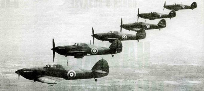 «Харрикейны Мк I» 56-й эскадрильи перед сами» началом войны. Обратите внимание на отсутствие опознавательных знаков на хвосте. Код самолета изображен на капоте под выхлопными патрубками. Самолеты оснащены двухлопастными винтами «Уоттс».