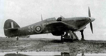 «Харрикейн IIВ Trop.», Z3977, 81-я эскадрилья 151-го крыла, Ваенга, сентябрь-октябрь 1941 года. Индивидуальный код заменен двузначным тактическим номером, как это было принято в советских ВВС. Однако код эскадрильи остался. Использовались коды FK, FE и, как на снимке, FN.