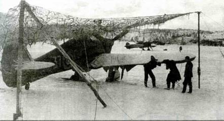 Ноябрь 1941 года, Ваенга. Виден засыпанный снегом «.Харрикейн» 134-й эскадрильи.