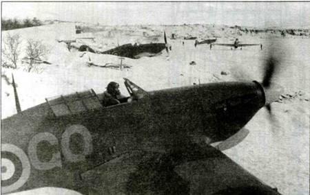 Рассредоточенные «Харрикейны» 134-й эскадрильи, Ваенга, ноябрь 1941 года.