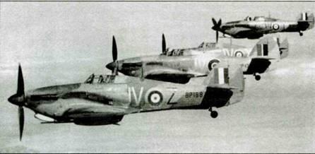 Четверка «Харрикейнов Mk IID» («охотники за танками»), 6-я эскадрилья, середина 1942 года. Обратите внимание на литеру «Z» на самолете на переднем плане. Последний самолет в группе несет литеру «Y». В обоих случаях литеры нанесены краской другого цвета, чем остальной код.