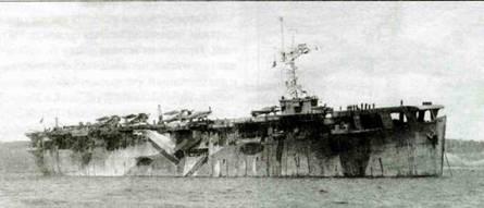 Эскортный авианосец «Авенджер» со стоящими на его палубе самолетами. В кормовой части видны три «Свордфиша», а перед ними два «Си Харрикейна», 1943 год.