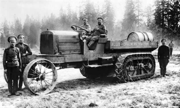 Трактор «Аллис-Чалмерс» во время испытаний на полигоне Офицерской стрелковой школы. 1916 год.