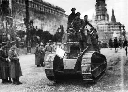Первый в истории проход танка по Красной площади. 7 ноября 1919 года.