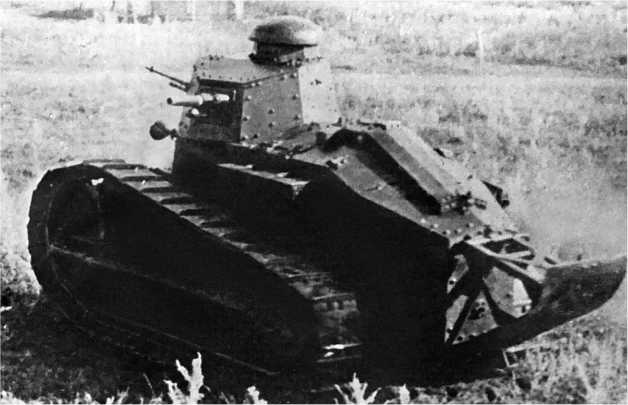 Танк «Рено Русский» на маневрах Московского военного округа. 1927 год.