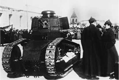 Передача Красной Армии еще одной вариации на тему «Рено» — итальянского танка Fiat 3000В «Феликс Дзержинский». Эта машина была приобретена на средства, собранные польскими коммунистическими организациями. Москва, 11 марта 1928 года.