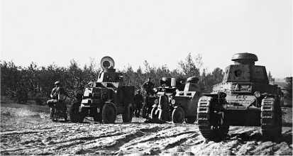 Танк Т-18 на Больших Бобруйских маневрах. 1929 год. На танке не установлено вооружение.