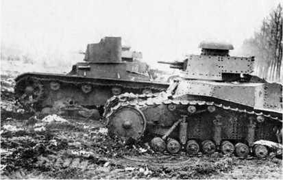 Танки Т-18 и Т-26 на учениях. Осень 1933 года.