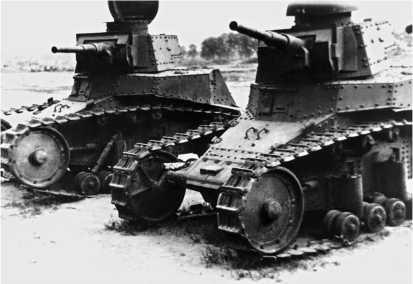 Танки МС-1 с 45-мм пушками, захваченные немецкими войсками. Группа армий «Юг», июнь 1941 года.