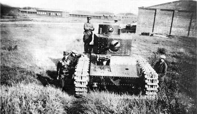 Танк Т-12 на испытаниях в окрестностях Харькова. Июнь 1931 года.