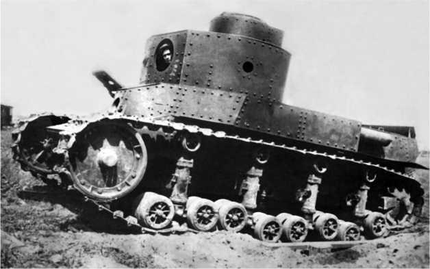 Танк Т-24 во время испытаний 18 июля 1931 года. Вооружение на танке не установлено.