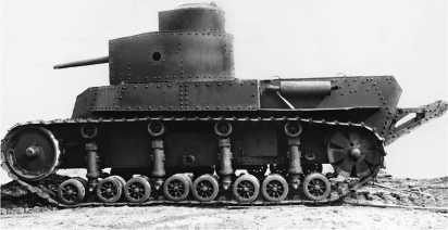 Танк Т-24 с полным штатным вооружением на учениях под Харьковом. Зима 1932 года.