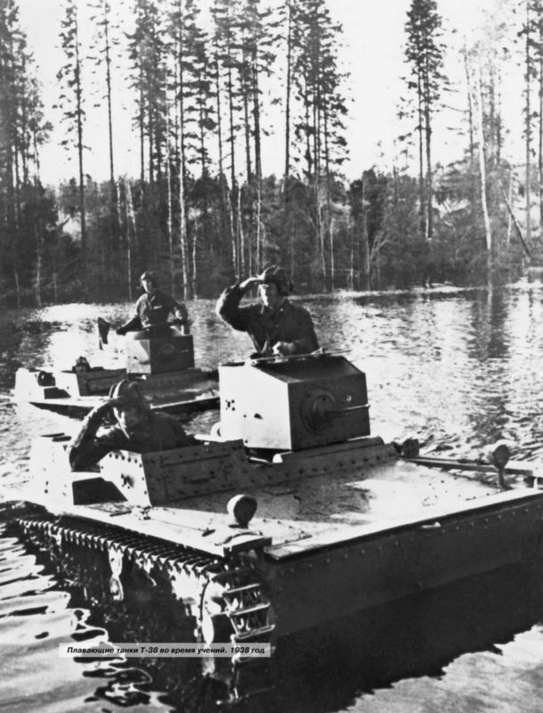 Плавающие танки Т-38 во время учений. 1938 год.