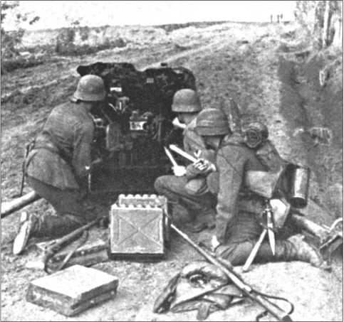 Фотография из ранних дней вермахта, учения с 3,7-сантиметровой противотанковой пушкой.
