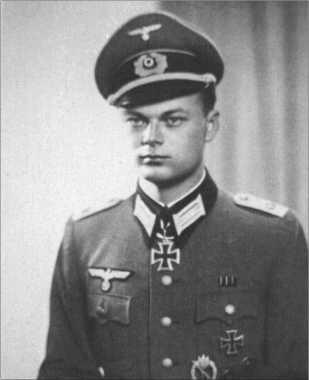 Карл-Хайнц Кнольманн, номер третий в списке сверху, 21 марта 1944 года заслуживший Рыцарский крест в качестве командира роты 45-го гренадерского полка.