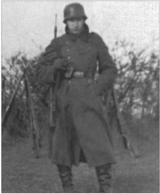 Альфред Руббель в качестве караульного весной 1940 года.