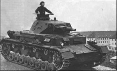 Танк IV, самый тяжелый танк вермахта до 1942 года, со своей 7,5-сантиметровой короткой пушкой для танкового боя годился тоже ограниченно.