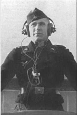 Альфред Руббель в командирской башенке Танка IV. Командиром танка он станет только через год.